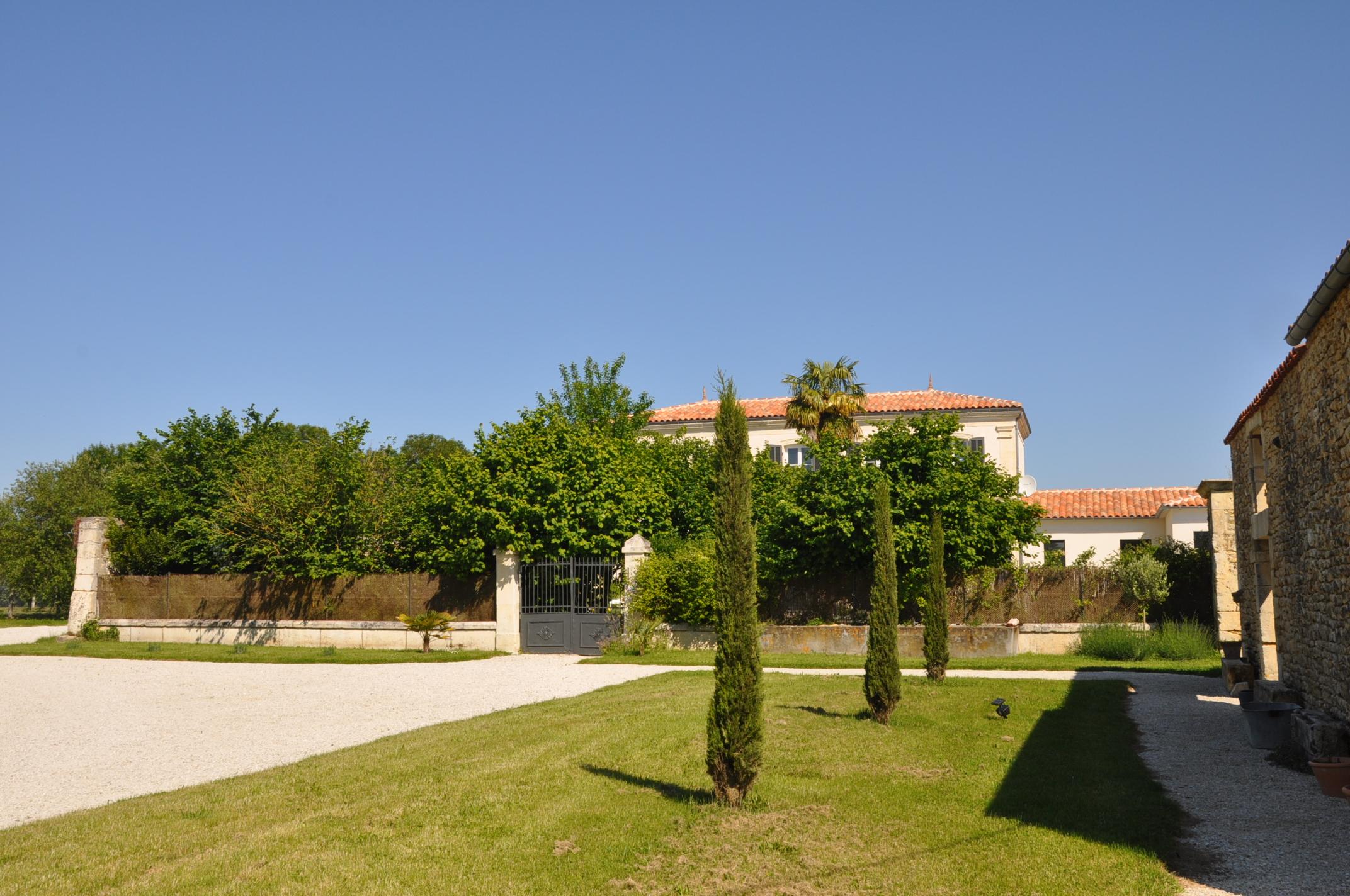 La Maison Et Ses Jardins La Bonoti Re